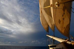 Zurück in 'anderem' Europa: AVONTUUR ankert vor Azoren