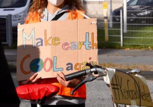 Zeichen setzen für starken Klimaschutz: Segel & Schilder  für #keingradweiter!